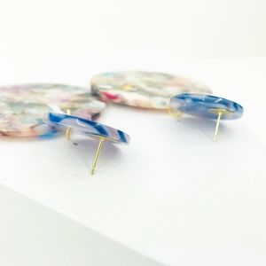 CLOSET REHAB Jewelry - Circle Drop Earrings in Light Multicolor with Blue